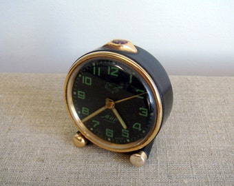"""Vintage alarm mechanical clock """"MIR"""" (peace). Rare alarm footed desk clock, working. Made in USSR by factory Moskovskij Chasovoj Zavod /T259"""