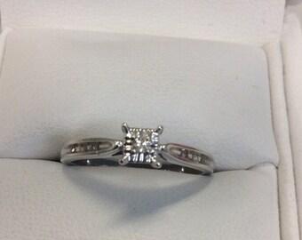 Vintage 9ct White gold Diamond Ring
