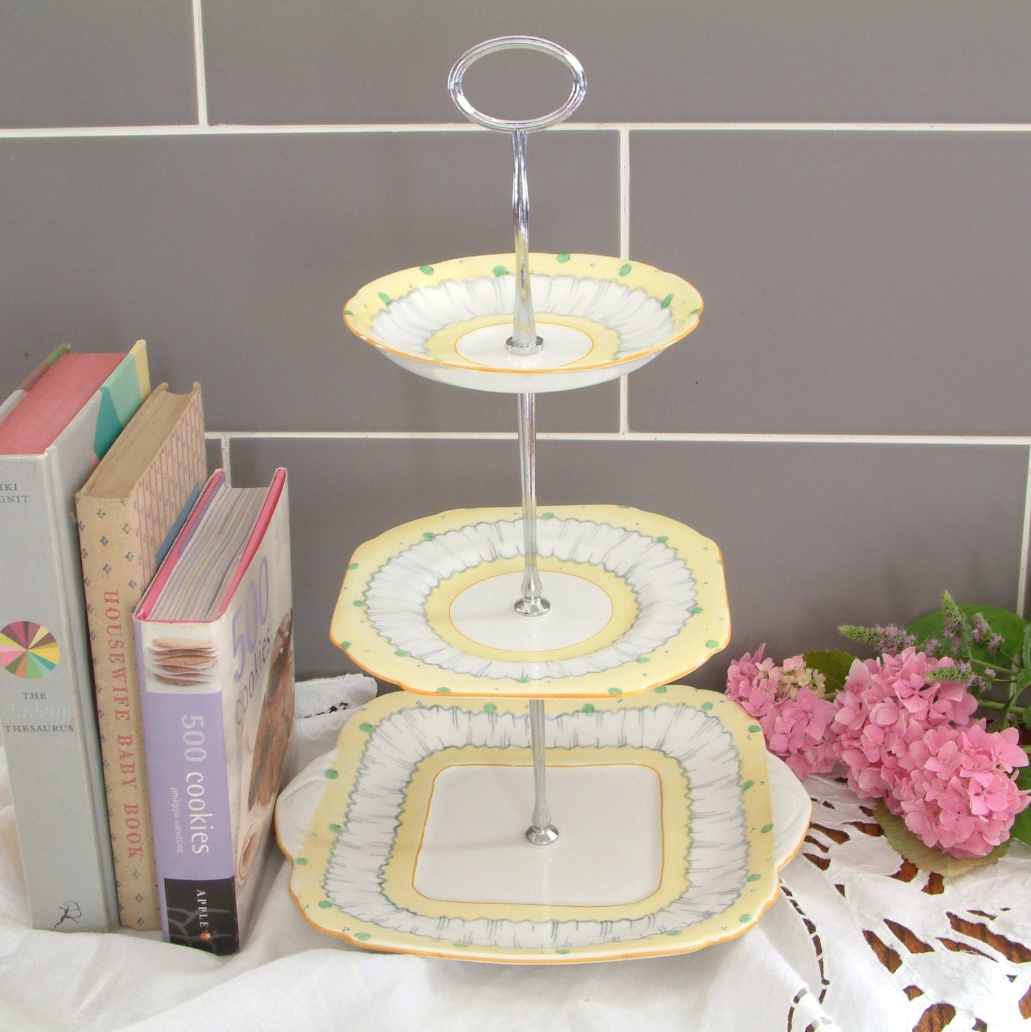Beautiful vintage plates cake stand 3 tier with matching for Beautiful cake stands