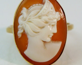 ANTIQUE 750 18K Yellow Gold Hand Carved Shell Cameo Ring