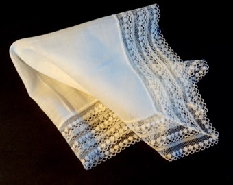 White Lace Hanky,Vintage Wedding Handkerchief, White Hanky, Bridal Hanky, Vintage Linens,Bridal Accessories, Something Old