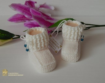 Soft and beautiful booties for a girl. Handmade. White booties. Crocheted booties. Knitted clothing
