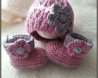 Crochet booties. Crochet Hat.