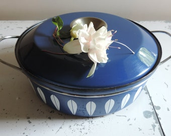 Vintage Cathrineholm of Norway Blue Lotus Dutch Oven Mid Century Dutch Oven with Lid Porcelain Enamelware