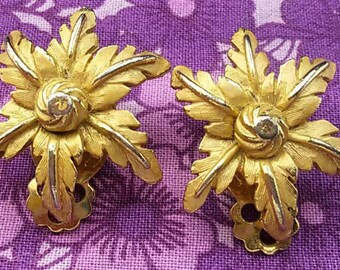 Gold tone flower vintage clip on earrings