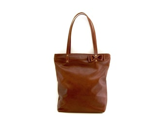 Cognac brown leather tote bag with zipper closure // Simple market tote bag with detachable bow
