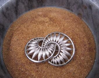 Vintage silver petals brooch