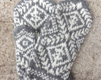 Vintage Wool Mittens, Hand Knit Wool Mittens, Knitted Grey White Gloves, Retro Accessories
