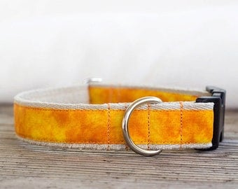 "Yellow tie-dyed hemp dog collar 1"" (25mm) wide, eco-friendly and adjustable"