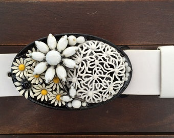 White Flower Bouquet Belt Buckle