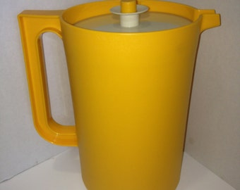 Vintage Tupperware 2 Quart Pitcher 1 C.S.