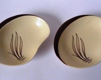 """SALE: Pair of 1950s Carlton Ware 'Windswept' Dishes  4 3/4"""" x 4"""""""