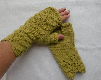 Delen Fingerless Gloves PDF Knitting Pattern