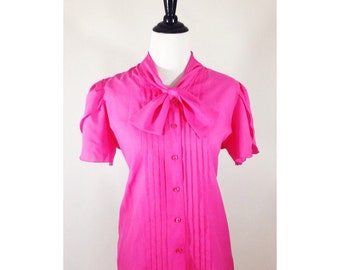 Vtg 1970s JUDY BOND hot pink button up blouse / bow neck detail / tulip flutter sleeves / size M/L