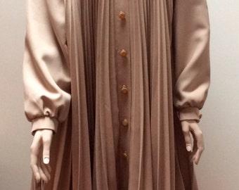 Amazing 1970s beige pleated swing coat