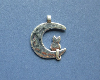 10 Moon and Cat Charms - Moon and Cat Pendants - Moon and Cat - Silver Tone - 21mm x 18mm -- (No.16-10734)