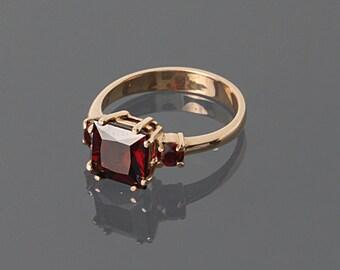 Garnet ring, Gemstone ring, Gold gemstone ring, Gold garnet ring, Stone ring, Three stone ring, December birthstone, Square shape ring