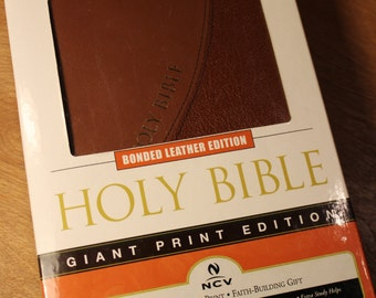 Holy Bible - Bonded Leather Edition - Giant Print Edition by Nelson Bibles, #278