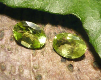 Pair of Peridots, 1,5ct total, Oval Cut