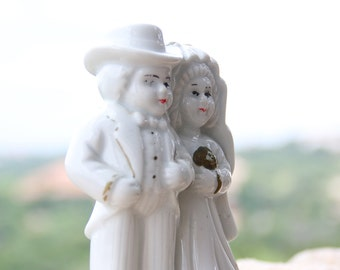 Vintage Wedding Cake Topper Ceramic Bride And Groom Cake Topper Wedding Couple With Gold Trim