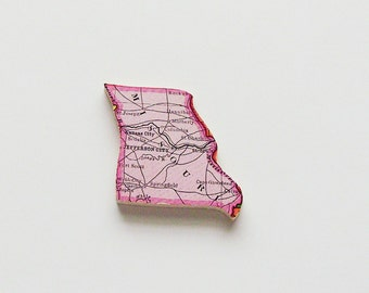 Missouri Brooch - Lapel Pin / Upcycled Antique 1915 Wood Puzzle Map Piece / Unique Wearable History Gift Idea / Timeless Gift Under 30