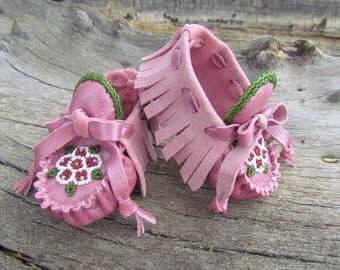 Baby Moccasins By Desi, Beaded, Pink leather, fits 3/6 months, Rose fringed booties, Girl, Infant, frilly dress shoes, Boho, Hippie, flower