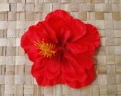Rockabilly pin up hawaiian single hibiscus flower in bright red hairflower fascinator tiki vintage retro 50s wedding