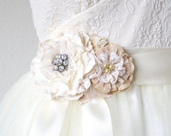 Bridal Sash Lace, Floral Wedding Sash in Ivory and Cream, Rhinestone Bridal Sash, Bridal Belt, Fabric Flower Sash, Bridal Sash Pearl