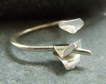Adjustable ring with textured sterling silver leaf and Calla Lily: Handmade sterling silver.  One size fits all UK size I-Q/US 4.75-8.5