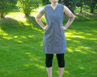 Vintage 1960s Navy Blue Polka Dot Shift Dress // Summer Cotton Dress // V Neck Sleeveless Metal Zipper // Plus Size Large XL
