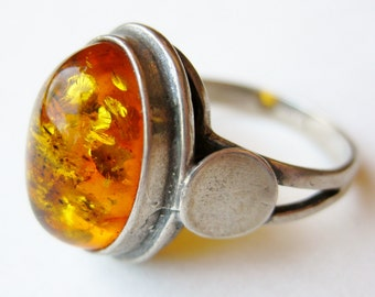 Vintage Ring Baltic Amber Cabochon Sterling Silver Ring size 7