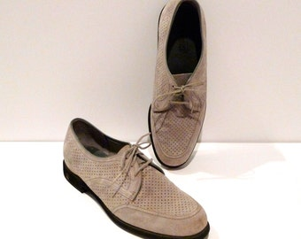 Hush Puppies Shoes Vintage Mens Size 9.5 D Trendsetters Perforated Suede Leather Oxfords 1960s 1970s Gray Beige Rockabilly
