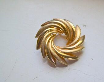 1970s Gold Circle Brooch