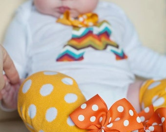 Mustard Gold Leg Warmers -- Bow Leg Warmers -- mustard polka dot with pumpkin orange bows for Autumn