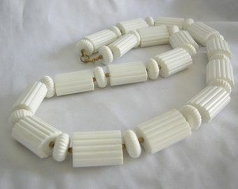 White Ribbed Bead Necklace | Chunky Mod | Vintage