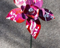 Red Pink White Metal Flower Yard Art, Indoor Outdoor Wall Art, Garden Stake Sculpture, Salvaged Recycled, Primitive Folk, Glass, 15-162