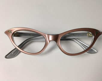 Vintage Cateye glasses with glossy look.