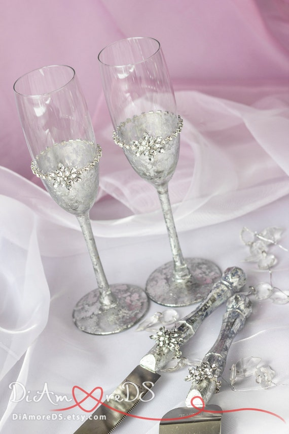 Winter wedding set, cake server and knife,snowflake champagne flutes, bride and groom, silver wedding gift ideas, wedding supplies, 4 pcs