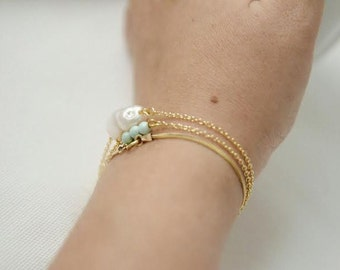 Delicate bracelet with turquoise beads