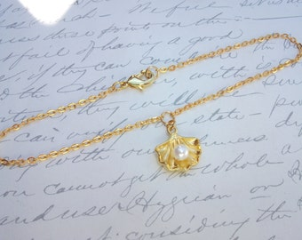 Gold seashell anklet / bracelet / necklace