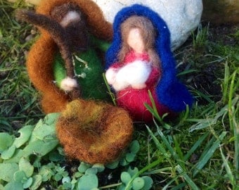 Nativity in carded and fairy wool, waldorf style. For every Christmas purchase a free waldorf angel for you