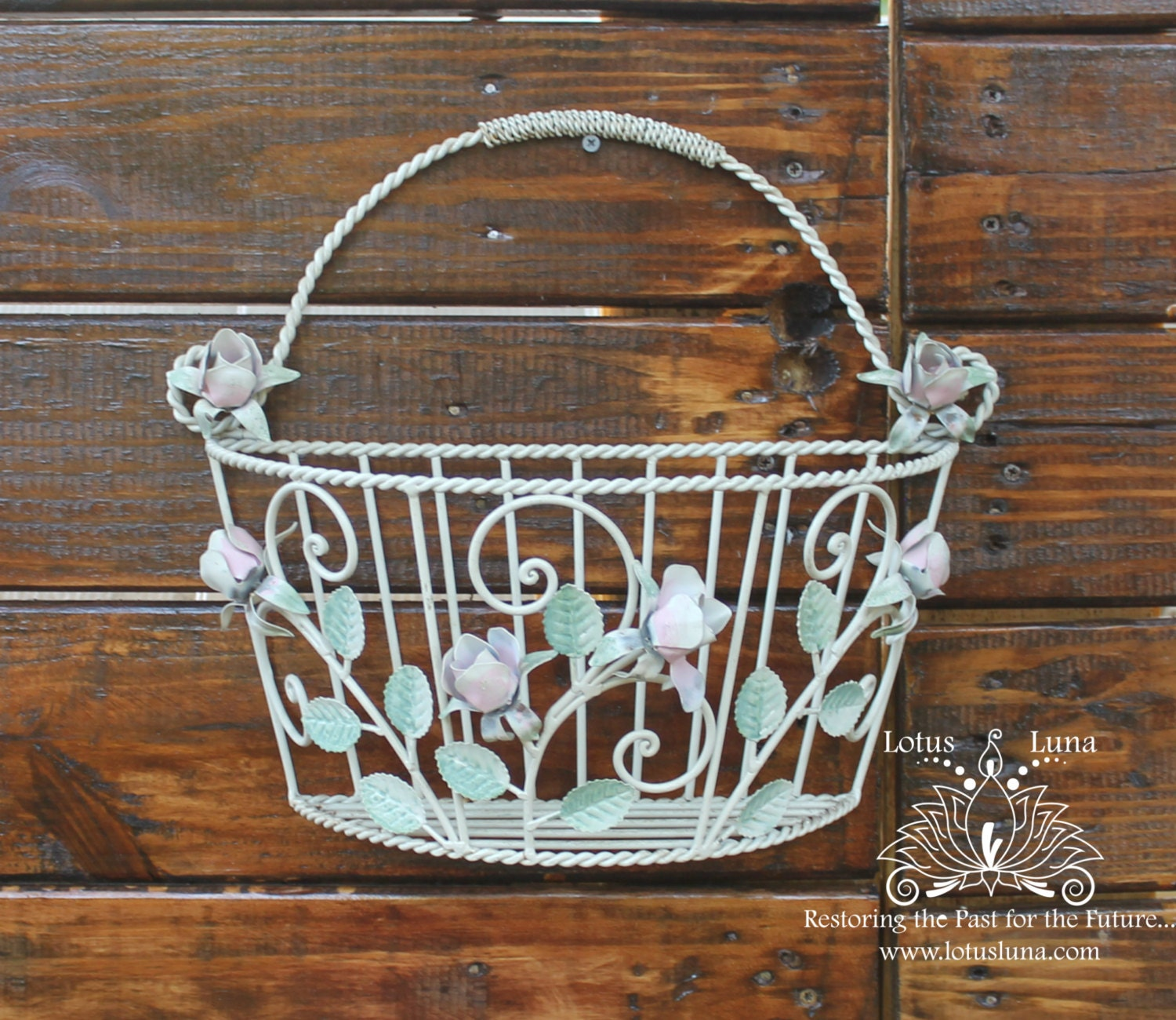 Hanging Basket On Fence: Vintage Bouquet White Wire Wall Hanging Basket