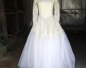 Vintage 1950's Lace and Tulle Full Skirt Audrey Princess Wedding Dress * Size Extra Small-Small