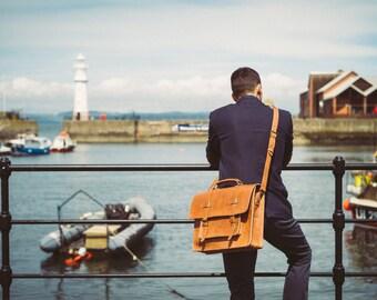 "Leather Briefcase, 15"" Men's Messenger Bag , Handmade Cross-body Bag, Retro Metropolitan Fashion, Leather Saddlebag, Laptop Bag, Full Grain"