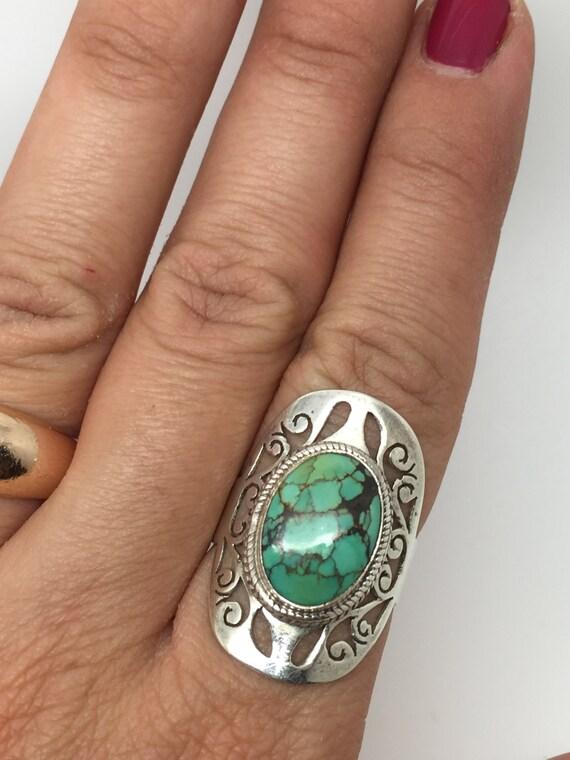 Bague avec une pierre turquoise