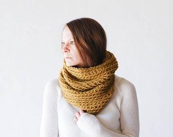 Chunky Knit Cowl Neckwarmer / THE MINNETONKA / Moss