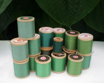 Sewing Thread, Vintage, 16 Wooden Spools Green Thread, Supplies, Collectible