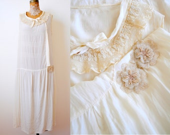 Vintage 1920s Cream color flapper dress/Beaded flowers/Lace collar/Bridal/Vintage Wedding