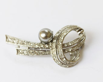 Vintage Silver Plated and Rhinestone Pin Silver Brooch with Rhinestones And Grey Pearl from 1950s