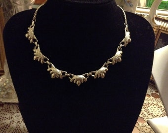 Vintage 60's collar metal necklace